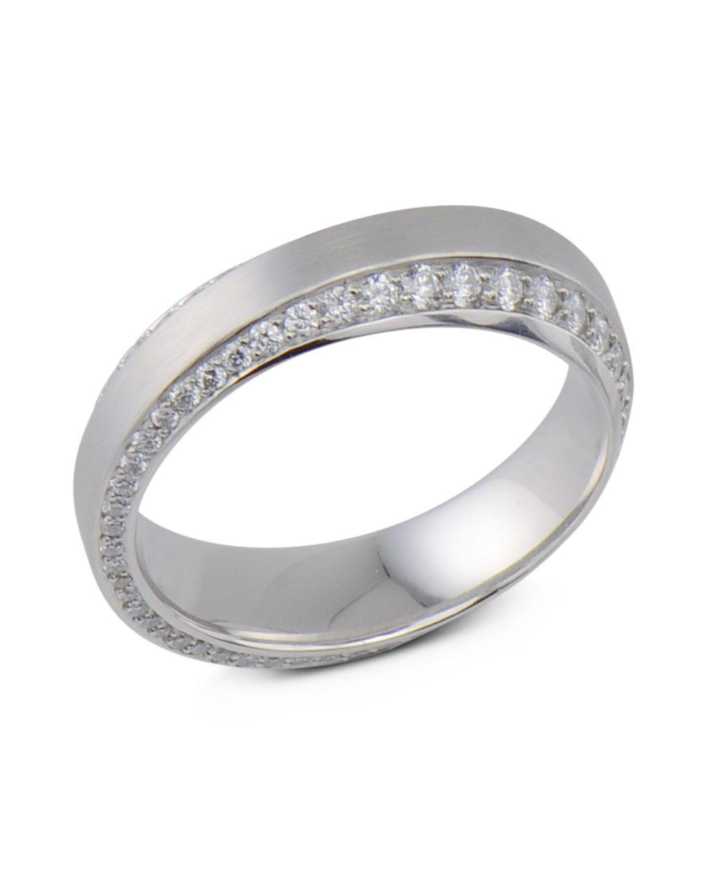 Henrich & Denzel Pavé diamond ring